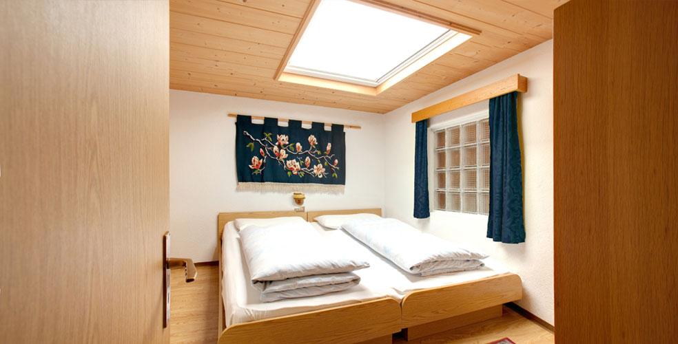 Appartamento p tia val badia italia for Finestre a soffitto